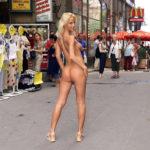 外人美女が町中で全裸でヘンタイ露出してる画像って、ガチ勃起するよな?[40枚]
