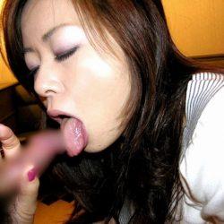 可愛い美人さんがお口で奉仕してくれる画像、コレは勃起するわw[38枚]
