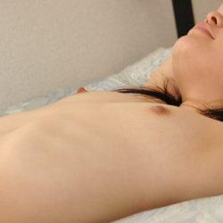 ぺったんこ貧乳女がエロい体で誘惑してくる画像、勃起まで6秒ですわ[38枚]