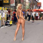 外国のお姉さんが街で全裸で過激に露出してる画像がアツい![40枚]