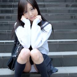 黒髪の女子●生コス美女が制服で中で出されちゃってる画像下さい[27枚]