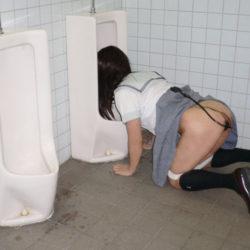 女が公衆便所で肉便器にされてる画像がエロ過ぎてヤバイです[38枚]