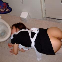 """<span class=""""title"""">いい感じの女の子が街のトイレで肉便器にされてる画像、俺氏が3回抜いたのがコチラ[38枚]</span>"""