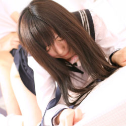 黒髪の美少女がおちんちんペロペロする画像で、まったりシコシコ[31枚]
