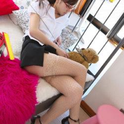 """<span class=""""title"""">美人さんが脚を組んでむっちり太もも見せてくれる画像がエロ過ぎてヤバイです[24枚]</span>"""