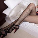 可愛い女の子が足組んでエロい美脚を見せてくれる画像って、なんでこんなエロいんだ?[24枚]
