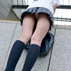 可愛い女の子がミニスカートでHな太ももを見せてくれる画像って、なんでこんなエロいんだ?[23枚]
