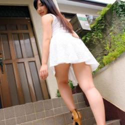 色っぽい女子高コス娘がミニスカミニスカ制服でむっちり太もも見せてくれる画像、俺氏が3回抜いたのがコチラ[43枚]