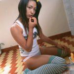 フェチ心煽る美脚の美少女がニーソでむっちり太もも見せてくれる画像をご覧ください[34枚]