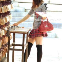 可愛い美女が着衣のままニーソでエロエロになってる画像が勃起不可避ww[36枚]