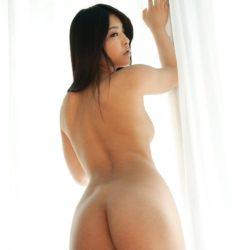 色っぽいお姉さんが全裸でヒップラインをモロ見せしてる画像の観賞会はコチラww[37枚]