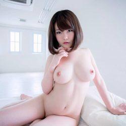 パフパフ美乳の美人さんが全裸でエロくなってる画像[33枚]
