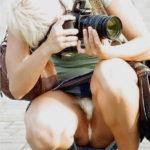 カメラ女子がパンチラしてる画像、勃起まで6秒ですわ[20枚]