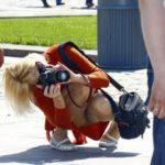 結構可愛いカメラガールがパンチラしちゃった画像でオナろうぜ![20枚]