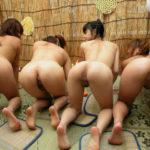 複数の女の子が四つん這いで尻アピールしてくる画像が過激すぎww[16枚]