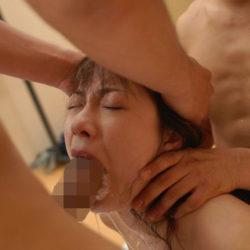 結構可愛い美人さんが男に頭とか髪を掴まれてイラマチオさせられてる画像をじっくり楽しむスレ[25枚]