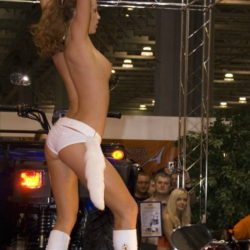 エッチなイベコンモデルがモーターショーで男を誘惑してる画像の素晴らしさを実感するスレ[8枚]