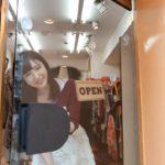 【画像+動画】20代なかばのパイパンマンコのショップ店員がフェラしてる画像をお楽しみ下さい[25枚]